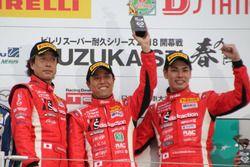 #99 Y's distraction GTNET GT-Rの浜野彰彦(左)、星野一樹(中央)、藤波清斗(右)