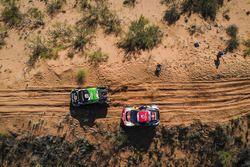 #331 Toyota: Sebastian Halpern, Edu Pulenta, #308 Peugeot Sport Peugeot 3008 DKR: Cyril Despres, Dav