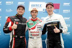 Pole position for Esteban Guerrieri, Honda Racing Team JAS, Honda Civic WTCC, Rob Huff, All-Inkl Motorsport, Citroën C-Elysée WTCC, Nicky Catsburg, Polestar Cyan Racing, Volvo S60 Polestar TC1