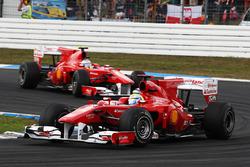 Фелипе Масса, Ferrari F10 впереди Фернандо Алонсо, Ferrari F10