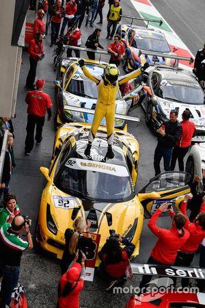 Troisième place #92 Stratstone Ferrari Ferrari 488: Sam Smeeth