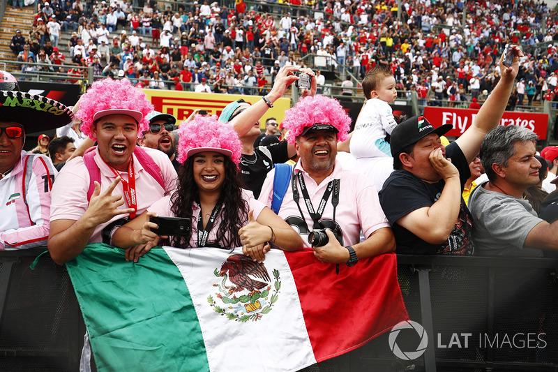 Aficionados apoyan a Sergio Perez, Force India