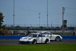 #69 MP1B Porsche GT3 Cup, Dan Hardee, Paulo Lima, TLM Racing spins in the international horseshoe