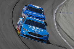 Ryan Blaney, Team Penske, Ford Fusion PPG e Kyle Larson, Chip Ganassi Racing, Chevrolet Camaro Credit One Bank