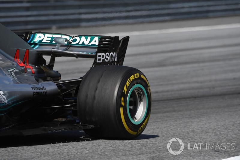 Lewis Hamilton, Mercedes-AMG F1 W09, con ampollas en los neumáticos