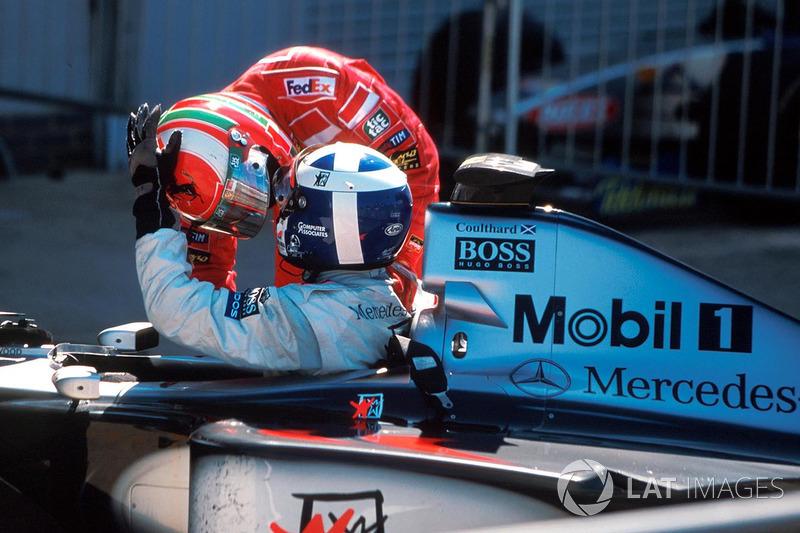 Irvine toont zich een goede verliezer en feliciteert Coulthard: