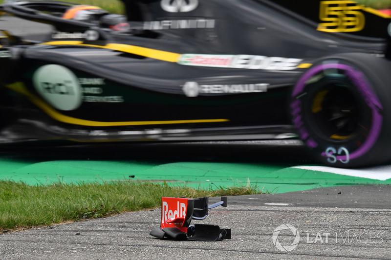 Des débris de l'aileron avant de Brendon Hartley, Scuderia Toro Rosso STR13