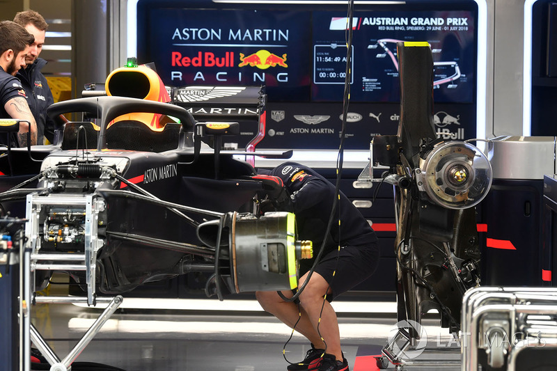 Red Bull Racing RB14 en elgaraje