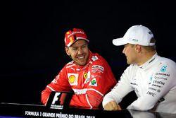 Sebastian Vettel, Ferrari e Valtteri Bottas, Mercedes AMG F1 nella conferenza stampa