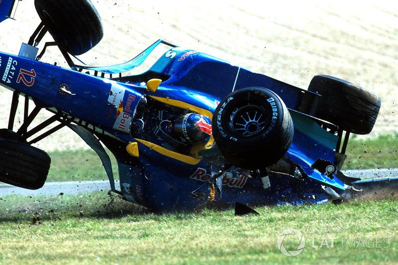 1999: Rodas são presas por tiras especiais