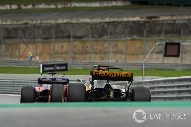 Carlos Sainz Jr., Renault Sport F1 Team RS17 Y Brendon Hartley, Scuderia Toro Rosso STR12
