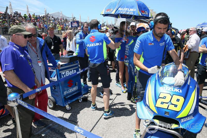 Kenny Roberts in griglia alla postazione di Andrea Iannone, Team Suzuki MotoGP
