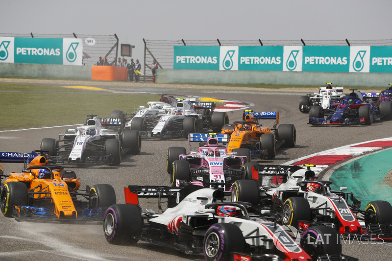 Romain Grosjean, Haas F1 Team VF-18 Ferrari, Kevin Magnussen, Haas F1 Team VF-18 Ferrari, Fernando Alonso, McLaren MCL33 Renault, Esteban Ocon, Force India VJM11 Mercedes, Stoffel Vandoorne, McLaren MCL33 Renault, and the remainder of the field at the star