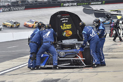 Martin Truex Jr., Furniture Row Racing, Toyota Camry Auto-Owners Insurance, makes a pit stop