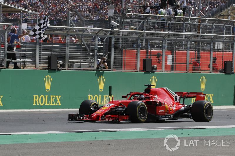 Segundo do grid, Sebastian Vettel jogou água no chopp de Hamilton, venceu a corrida e manteve a liderança do campeonato