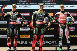 Polesitter Tom Sykes, Kawasaki Racing, tweede plaats Jonathan Rea, Kawasaki Racing, derde plaats Eugene Laverty, Milwaukee Aprilia