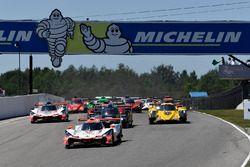#6 Acura Team Penske Acura DPi, P: Dane Cameron, Juan Pablo Montoya lidera el campo en la bandera verde.