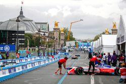 Felix Rosenqvist, Mahindra Racing, returns to the garage