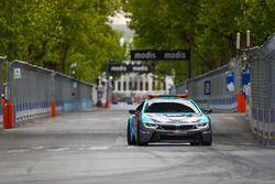 La voiture de sécurité : BMW i8 Qualcomm Safety Car