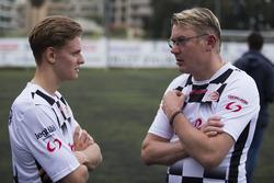 Mick Schumacher e Mika Hakkinen