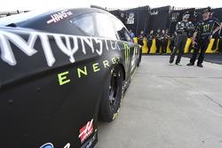Kurt Busch, Stewart-Haas Racing, Ford Fusion Monster Energy and Billy Scott