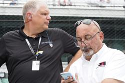 Президент Honda Performance Development Арт Сен-Сир и Бобби Рейхол