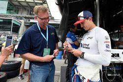 Graham Rahal, Rahal Letterman Lanigan Racing Honda signs autograph for a fan
