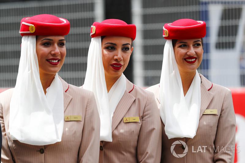 Auxiliares de vuelo de Emirates Airlines
