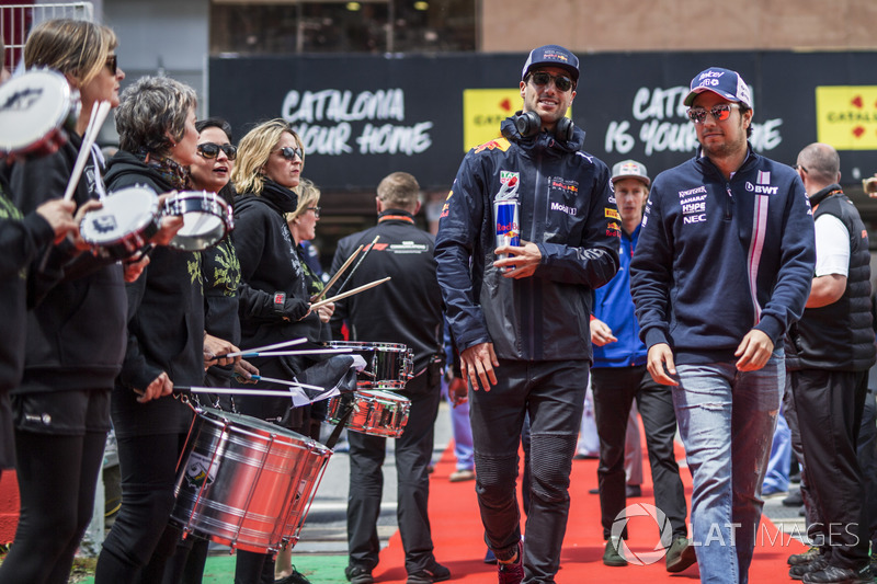 Daniel Ricciardo, Red Bull Racing y Sergio Perez, Force India en el desfile de pilotos