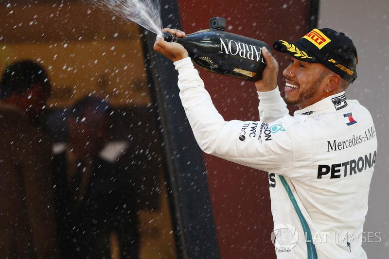 Lewis Hamilton, Mercedes AMG F1, merayakan di podium