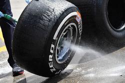 Lavaggio degli pneumatici Pirelli