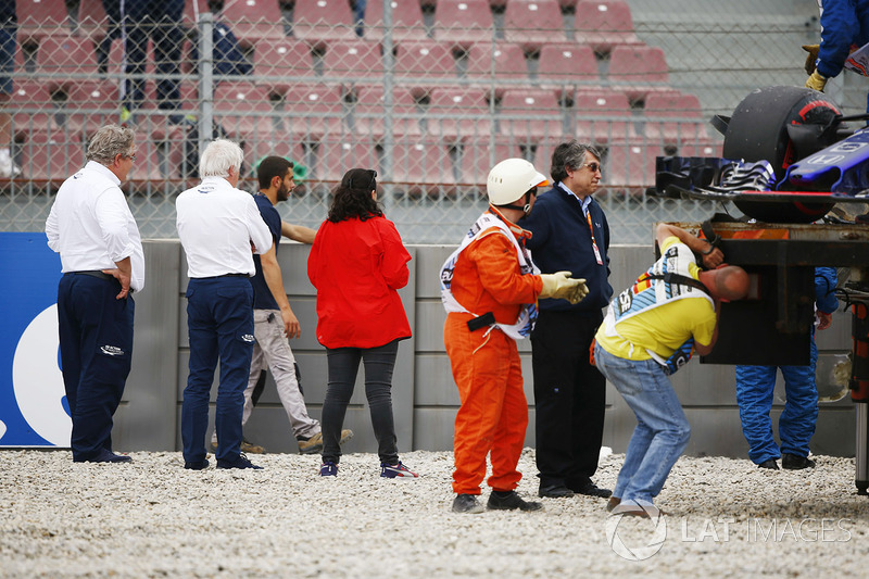 Charlie Whiting, Race Director, FIA, and a colleague inspect damage to barriers caused by Brendon Hartley, Toro Rosso STR13