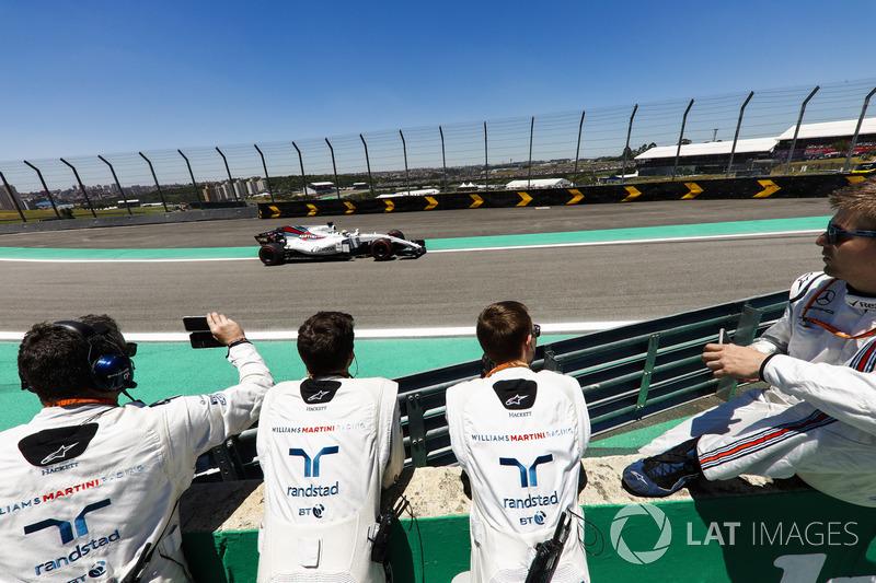 Ingenieros de Williams ven a Felipe Massa, Williams FW40 pasar