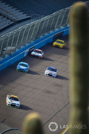 Chase Elliott, Hendrick Motorsports Chevrolet, Kevin Harvick, Stewart-Haas Racing Ford, Chris Buesch