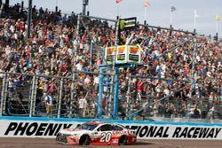 Matt Kenseth, Joe Gibbs Racing Toyota, takes the checkered flag
