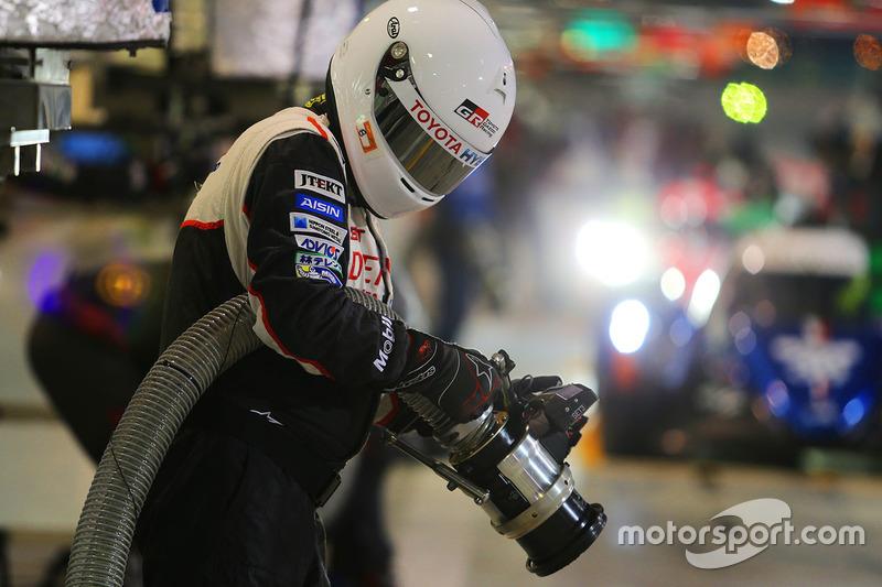 Carga de combustible del Toyota Gazoo Racing