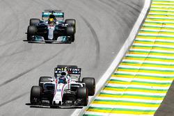 Lance Stroll, Williams FW40, Lewis Hamilton, Mercedes AMG F1 W08