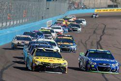 Даниэль Суарес, Joe Gibbs Racing Toyota и Джимми Джонсон, Hendrick Motorsports Chevrolet