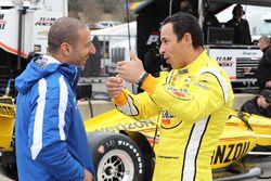 Элио Кастроневес, Team Penske Chevrolet, и Тони Канаан, A.J. Foyt Enterprises Chevrolet