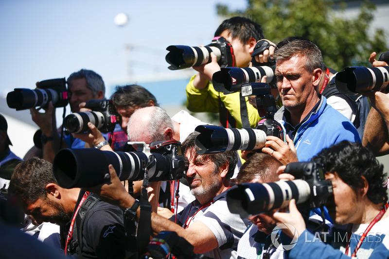 Un banco de fotógrafos apunta a su tema