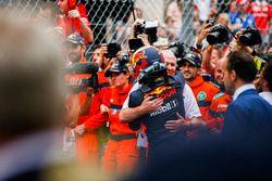 Helmut Marko, Consultant, Red Bull Racing, celebrates in Parc Ferme with Race winner Daniel Ricciardo, Red Bull Racing