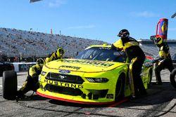 Brad Keselowski, Team Penske, Ford Mustang Menards/Richmond pit stop