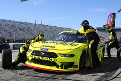 Brad Keselowski, Team Penske, Ford Mustang Menards/Richmond pit stop