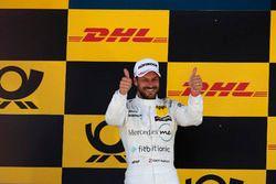 Podium: Racewinnaar Gary Paffett Mercedes-AMG Team HWA