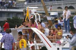 Espectadores en un barco