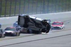 Jamie McMurray, Chip Ganassi Racing, slaat over de kop