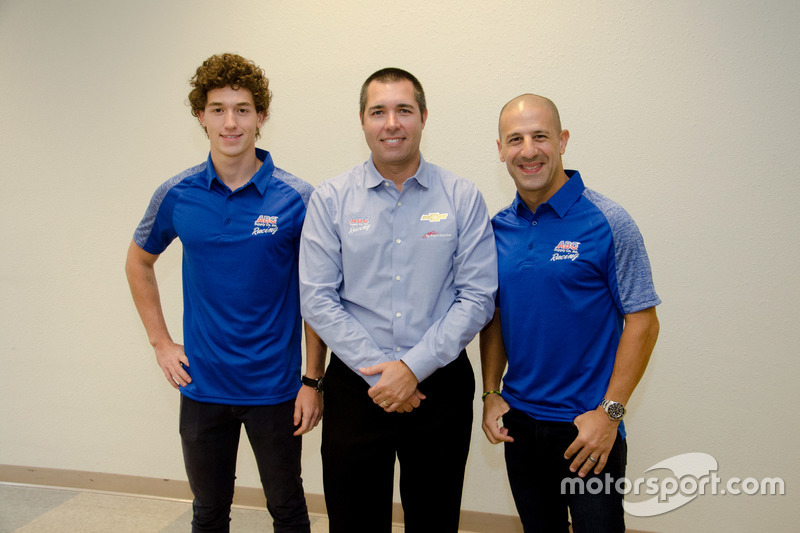 Larry Foyt con Matheus Leist y Tony Kanaan