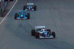 Nigel Mansell, Williams FW16B Renault followed by Michael Schumacher,Benetton B194 Ford and Damon Hi