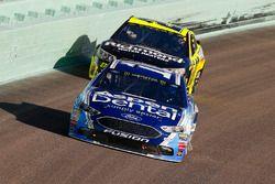 Danica Patrick, Stewart-Haas Racing Ford, Paul Menard, Richard Childress Racing Chevrolet