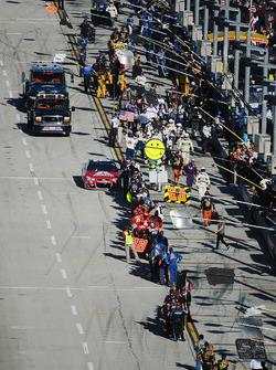Dale Earnhardt Jr., Hendrick Motorsports Chevrolet, Hendrick Motorsports Chevrolet is greeted by teams as he leaves pit road